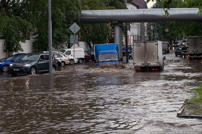 авто, потоп на дороге, москва, затопление,