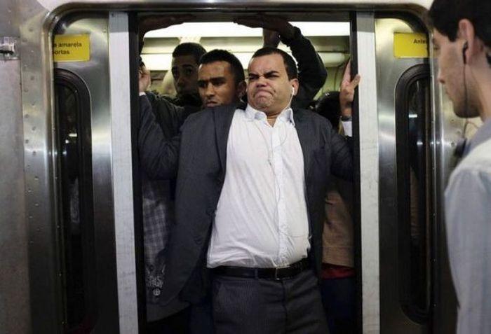 Юмор метро, общественный транспо, силач