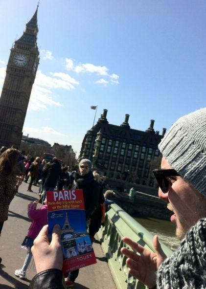 Фотоприкол онлайн лондон, париж, прикол, турист