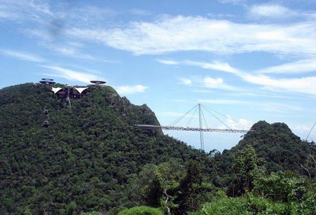 Мост в облаках (12 фото)