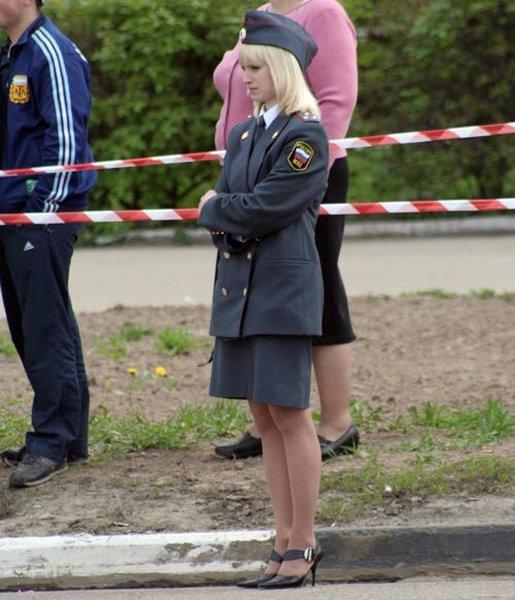 фото девушек милиционеров под юбкой