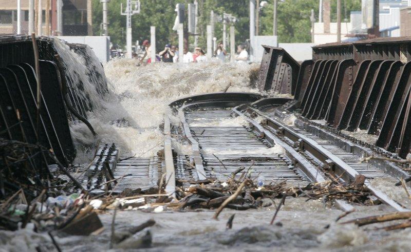 Торнадо у р.Миссиссиппи (17 фото)