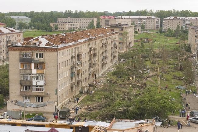 Tornado (trąba powietrzna) w Sergiew Posadzie (obwód moskiewski) Rosja