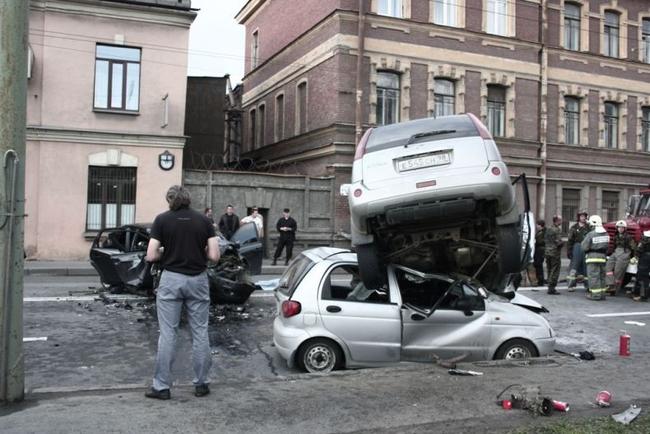 Жуткая авария в Питере на Ждановской набережной (9 фото)