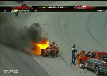 Девушка пилот пробыла в огне около минуты
