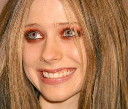 В лучшем случае девушка с красными или оранжевыми глазами выглядит страдающей от недосыпания, как Холмс. Если оттенок выбран совсем неудачно, красавица превращается в вампира (как в случае с Аврил Лавинь, например) или в восставшего из гроба мертвеца с потемневшими и запавшими глазницами (как Миша Бартон).  Когда в моду вошел макияж smoky eyes, серая дымка вокруг глаз, некоторые звезды восприняли все слишком серьезно. «Дымка» у них получается такая густая и такая четкая, что панды вполне могли бы принять их за родственников.