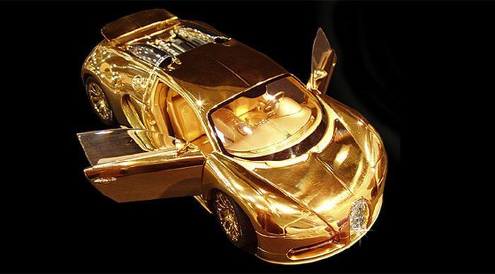 Bugatti Veyron из золота, платины и драг камней (3 фото)