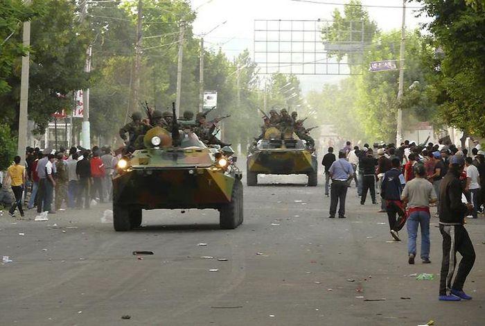 Кровавые беспорядки в кыргызском Оше (21 фото)