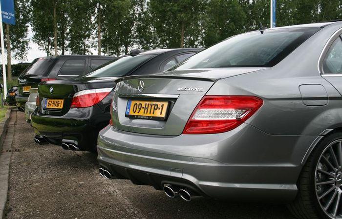 Сбор крутх авто в Голландии (175 фото)