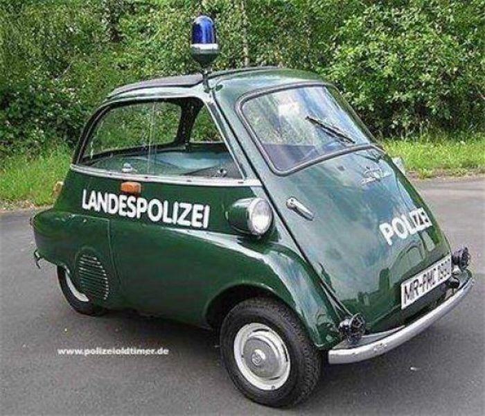 Подборка необычного полицейского транспорта (27 фото)