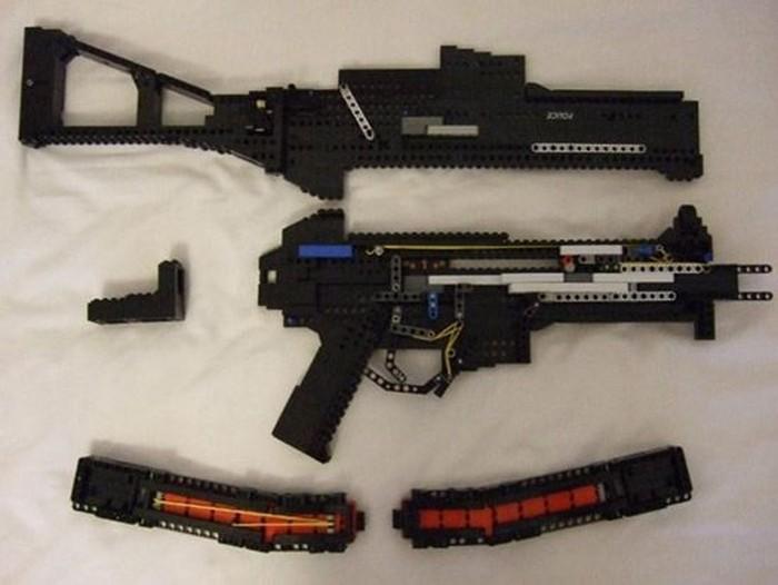 Оружие в стиле Лего (16 фото)