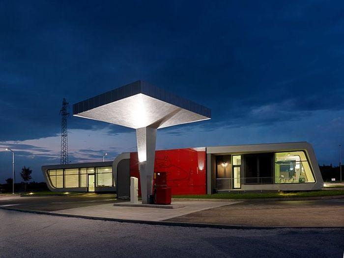 Дизайнерская АЗС в Италии (16 фото)