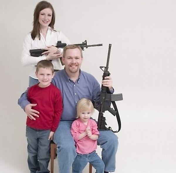 Странные люди с оружием (26 фото)