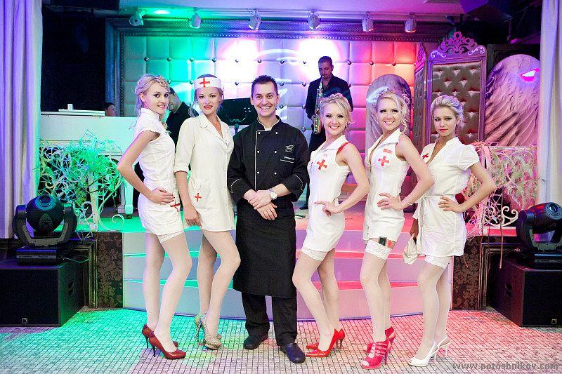 Фотографии с Парада Блондинок в Минске 31 мая 2011. День с медсестрами. (42 фото)