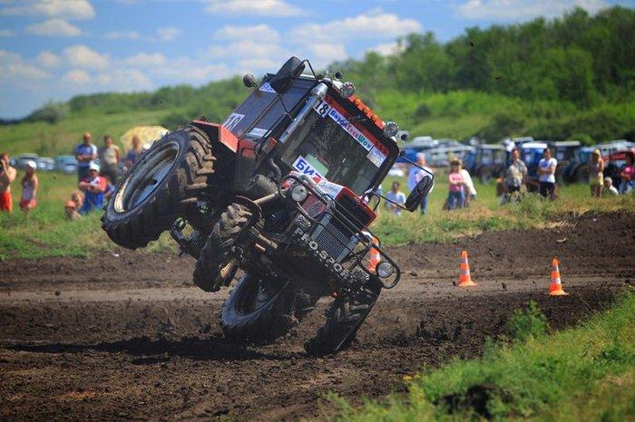 Бизон Трек Шоу - гонки на тракторах (31 фото)