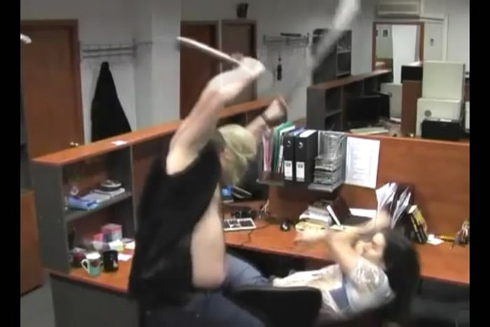 Офисная бойня (видео)