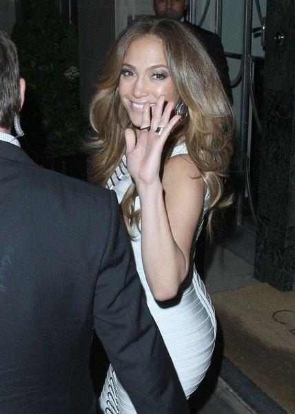Дженнифер Лопес в соблазнительном платье (6 Фото)