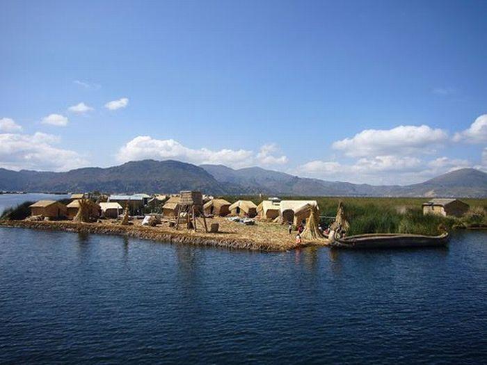 Сплетенные плавучие острова (12 фото)