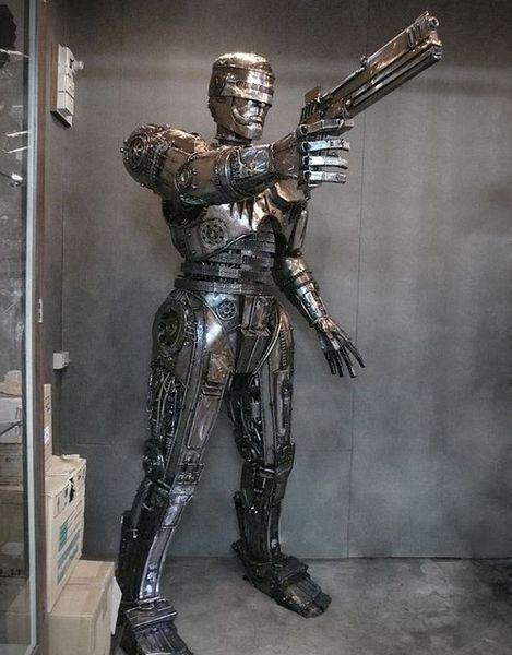 Робокоп из металлолома в стиле стимпанк (5 Фото)