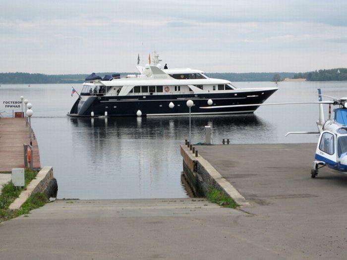 Яхта Паллада патриарха Кирилла (10 фото)