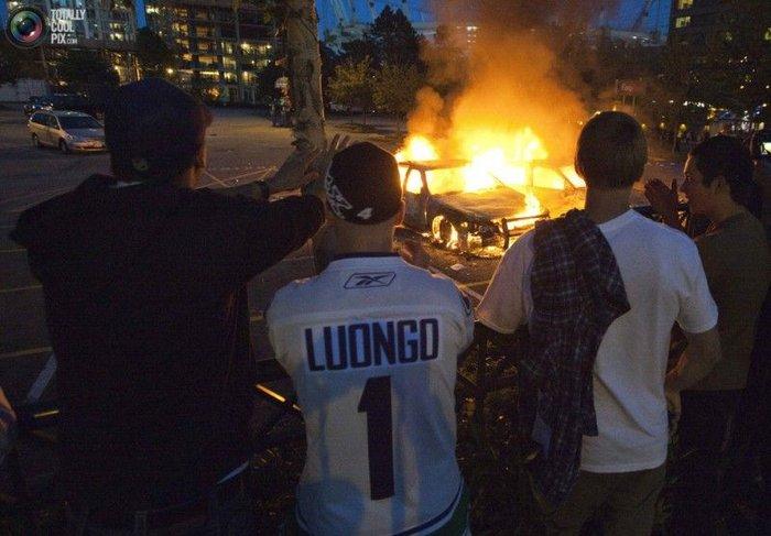 Хоккейные фанаты устроили погром в Ванкувере (40 фото + текст)