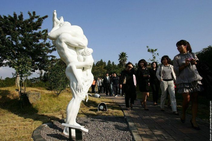 Южная Корея, Чеджудо: Парк ЛавЛэнд — Земля Любви или Секс, как он есть (30 фото)