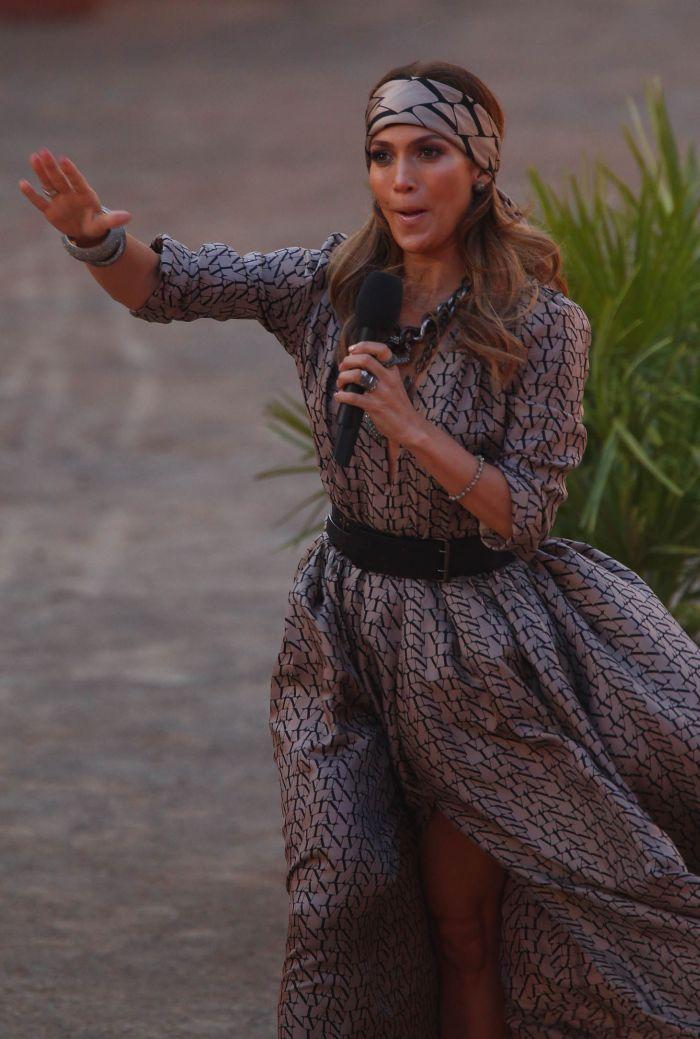 Дженнифер Лопес засветила грудь (5 фото)