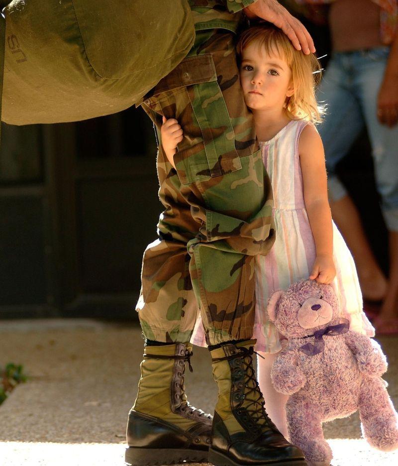 Солдаты на войне могут не только убивать (21 фото)