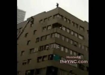 Суицидник сиганул с крыши