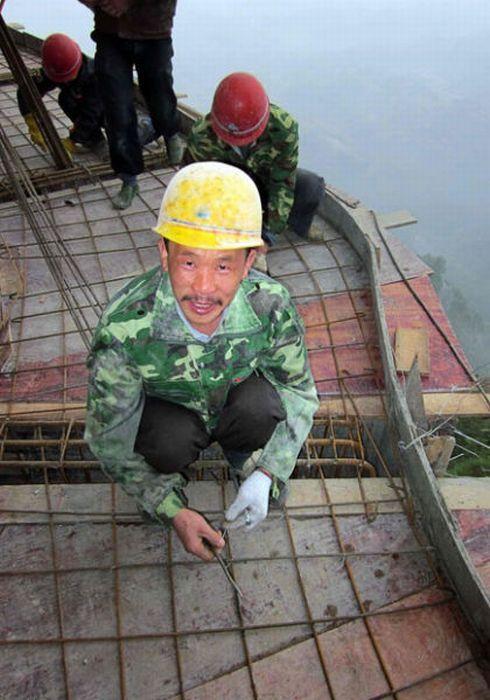 Отважные китайские работники (17 фото)