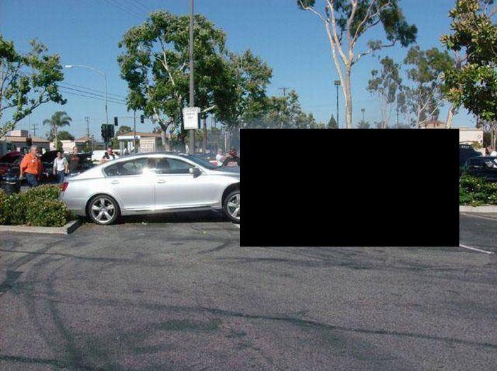 Нелепая авария унесла жизни двух ретро-каров (10 фото)