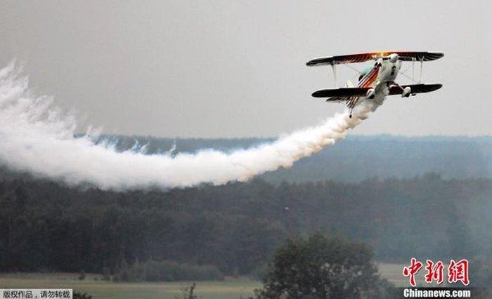 На авиашоу в Польше произошла страшная авария (9 фото)