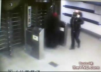 Девушка украла сумку у бабульки
