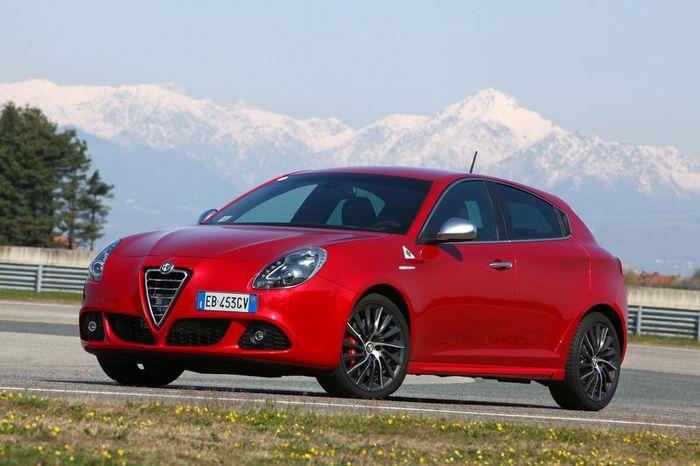 Новая Alfa Romeo будет делаться на заводе Dodge  (10 фото)