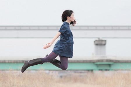 Левитация от японского фотографа Натсуми Хаяши (13 фото)