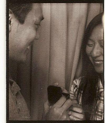 Счастливый момент в фотобудке (4 фото)