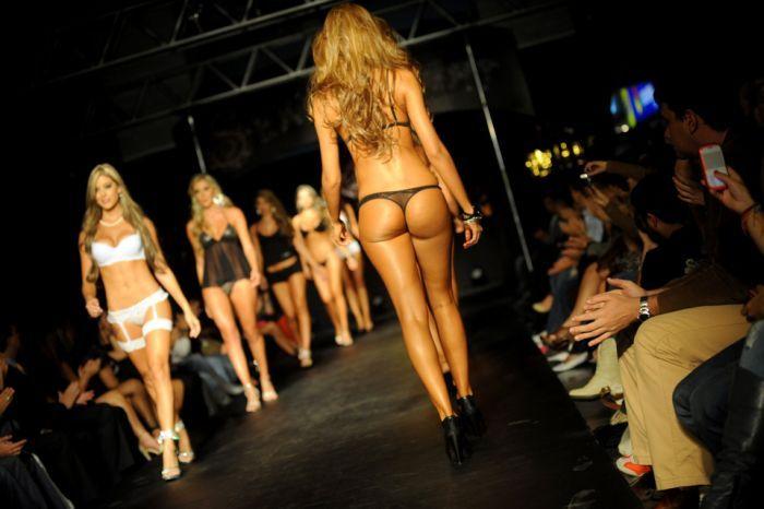 Видео показ сексуального нижнего белья