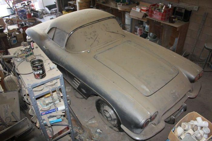 В штате Невада в гараже нашли Chevrolet Corvette С1 (24 фото)