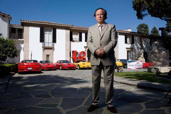 Владелец джинсовой компании Guess вынужден продать 10 Ferrari (8 фото+видео)