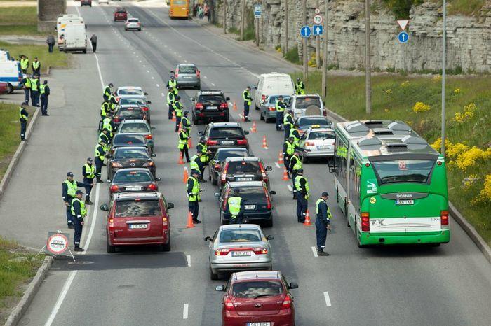 В Таллине прошла акция - Дуют все! (15 фото)