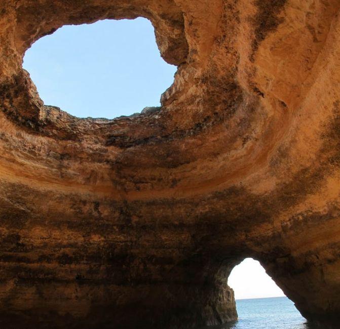 Пещерный пляж (10 фото)