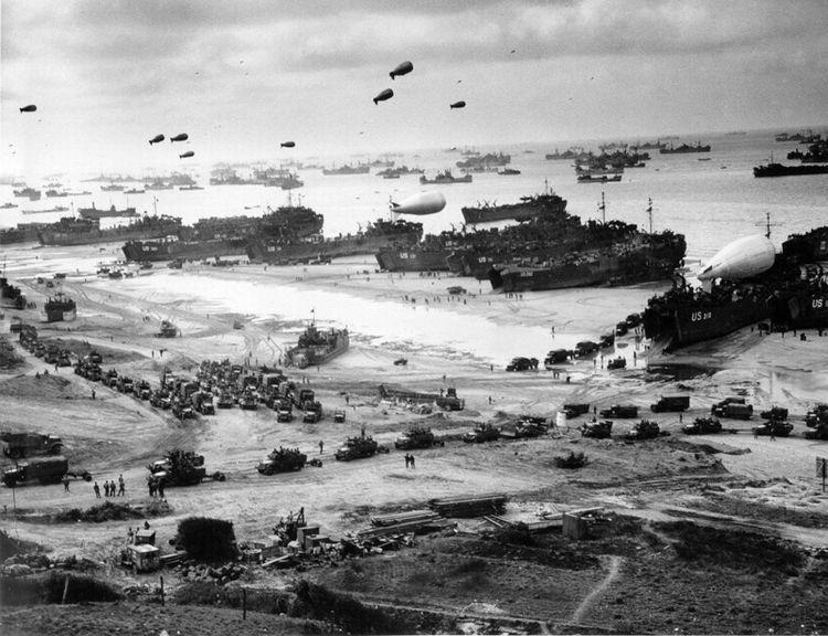 Высадка в Нормандии (10 фото)