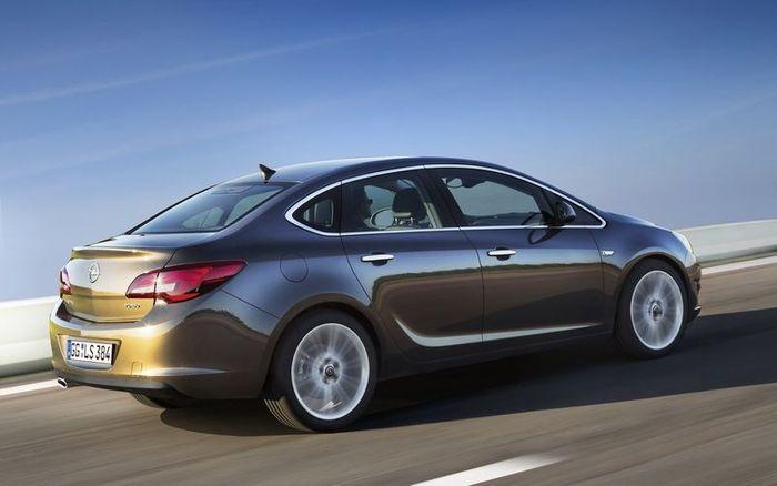 Компания Opel представила седан Astra J (4 фото)