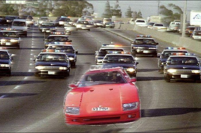 Ferrari F40 уходит от погони 100 копов (11 фото)