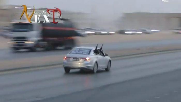 Безбашенный арабский дрифт со стрельбой (видео)