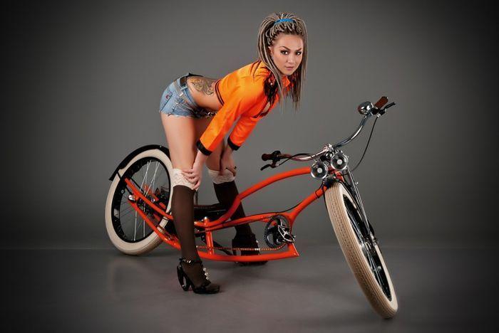 Красивые девушки и оригинальные велосипеды (30 фото)
