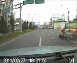 Подборка аварий со скутерами и мотоциклами
