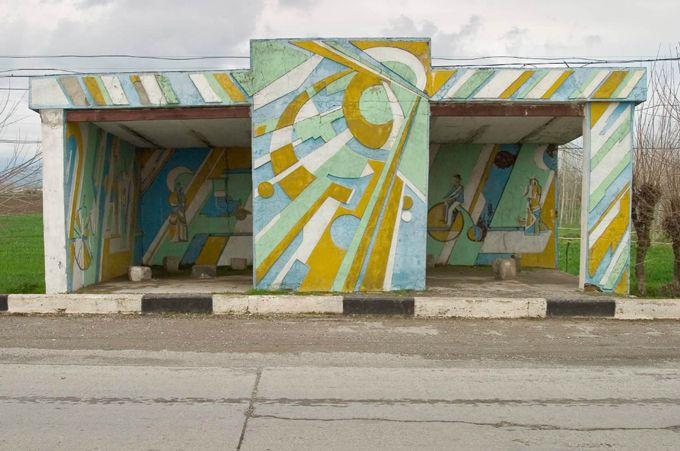 Автобусные остановки времён СССР (20 фото)