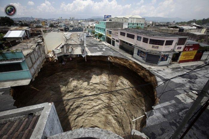 Огромный провалы в земле (41 фото)