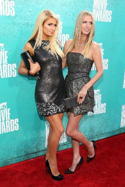 Пэрис и Ники Хилтон на MTV Movie Awards 2012 (12 фото)